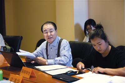75岁韩国老人在华拿下两个博士学位花一年半学中文