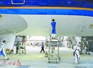 """中国首架A380飞机完成体检""""巨无霸""""体检不简单"""