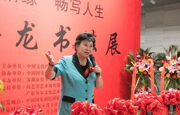 中国文联原副主席、评书表演艺术家刘兰芳发言