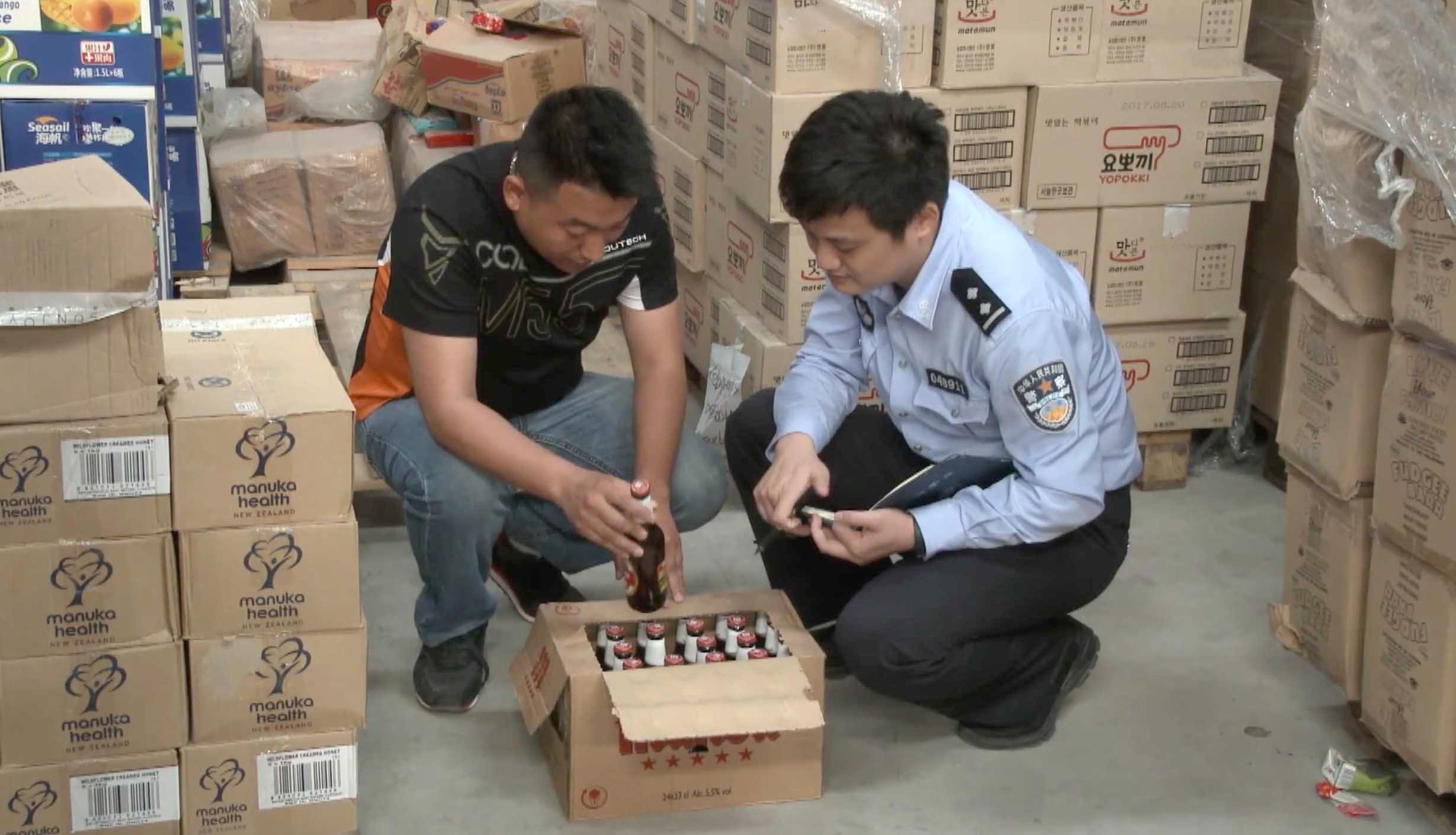 5年老酒重贴标签开售上海4万多箱过期进口啤酒被查获