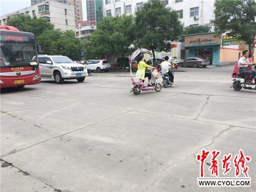 女子被撞后无人扶遭二次碾压身亡当地警方回应
