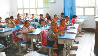 西南贫困山区农村小学调查:农家娃吃上热饭菜了吗?