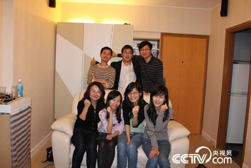 吴苏与香港科技大学的同学们。(右一)现在是他的妻子。
