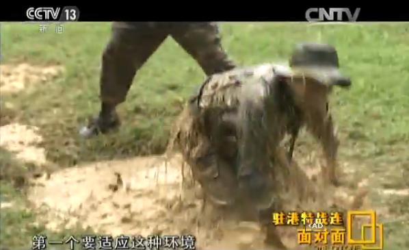 探访驻港特战连:士兵被按喝脏水 锻炼个人意志