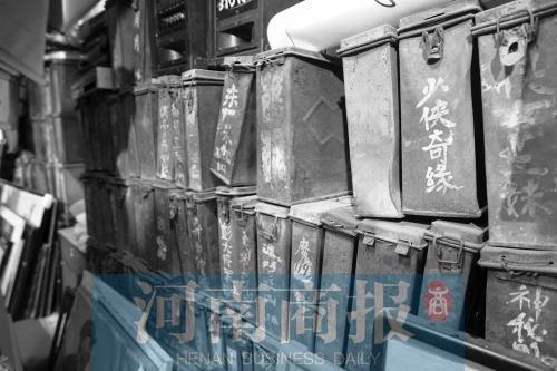郑州老人收藏几十万藏品堆满40多个房间 花光所有积蓄