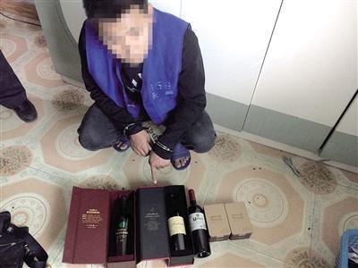 余某指认盗窃而来的红酒。