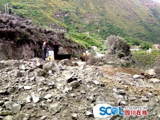 四川茂縣疊溪鎮發生山體垮塌 河道被堵100餘人被埋