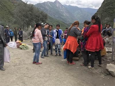 15岁男孩出门逃过茂县山体垮塌:会坚强地活下去
