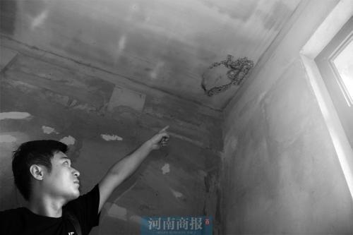 """郑州住户现实版小品《装修》 楼上装修房顶""""脑洞""""大开"""
