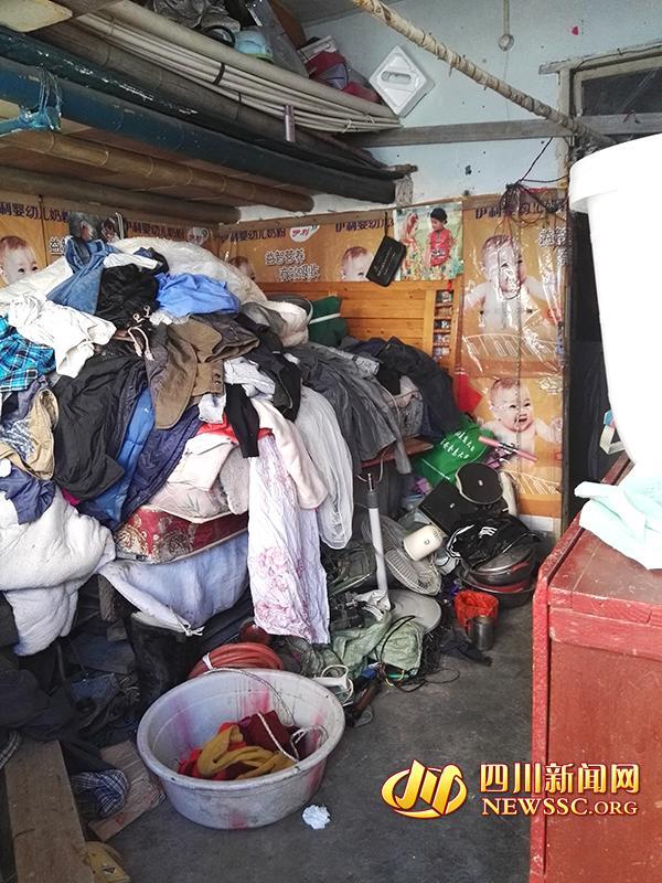 七旬老人酷爱拾荒家中两次清理出十多吨垃圾