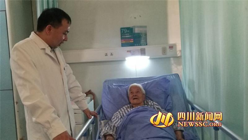 94岁老人接受2个半小时心脏手术 边手术边聊天(图