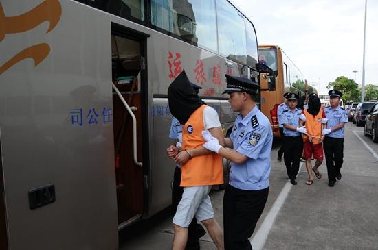 74名网络敲诈勒索嫌犯从柬埔寨押解回国