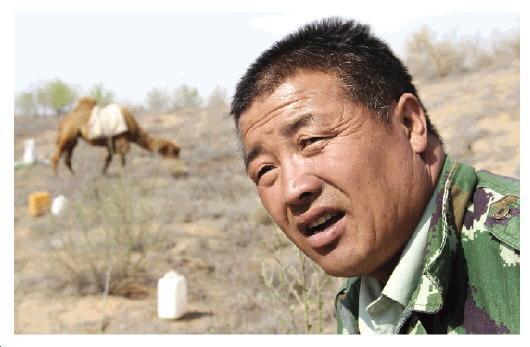 甘肃农民植树防沙18年儿子病逝埋在沙漠里
