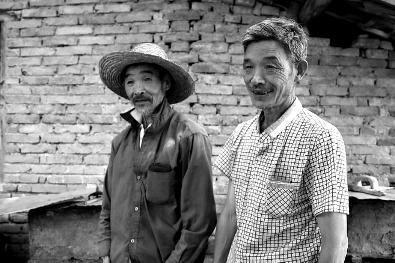 弟弟照顾智障哥哥40年:他是父亲留给我唯一财产