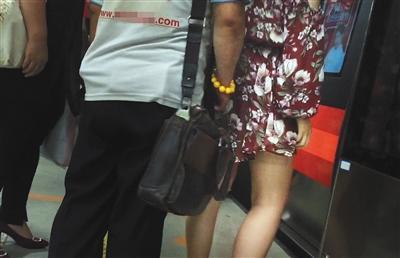 揭地铁色狼:4分钟摸4名女孩有人建QQ群交流心得