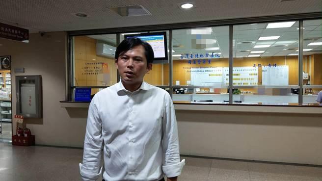 黄国昌作秀选民不买账 已近3万人响应罢免联署