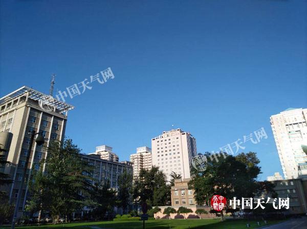 北京今日最高气温将达37℃ 明天或有雷雨