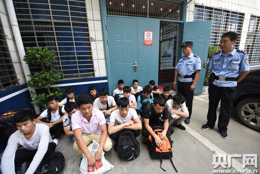 河北大学生在湖北陷传销组织 警方端七个传销窝点救出