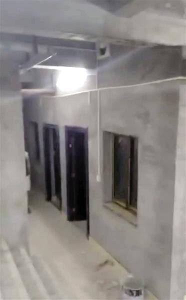 50㎡房子挖出300㎡地?#29575;?#27004;上住户:怕楼房被挖塌