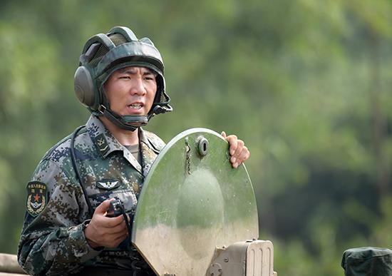 两栖装甲突击车车长王锐