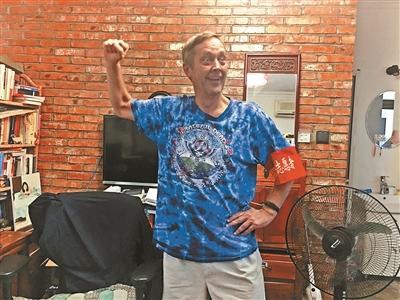 """62岁美国大爷在北京生活22年 想加入""""西城大妈"""""""