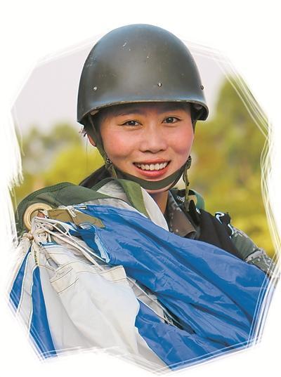 话务女兵变身特种兵 挑战险难课目跳翼伞折服男兵