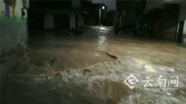 云南彝良凌晨发生暴雨洪涝灾害 致1人遇难