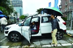 共享汽车市场急速升温 停车难、押金风险等引担忧