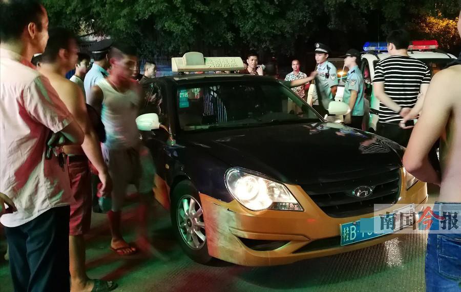 """3名广州来客打的拒绝先付费 被锁车上""""蒸桑拿"""""""