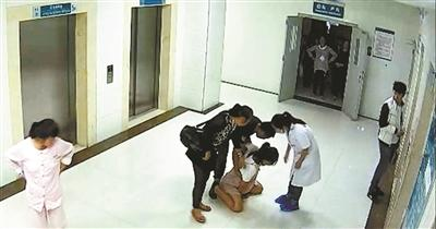 陕西产妇坠楼事件陷罗生门_梳理其坠亡前的29小时