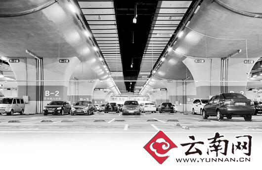 昆明南站停车费拟提高 市民:价格杠杆应在高峰期使用