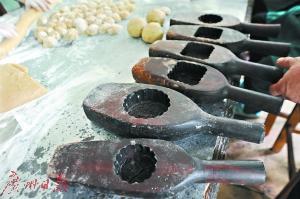 木制手工月饼模重新流行:月饼DIY吃的是情怀(图)