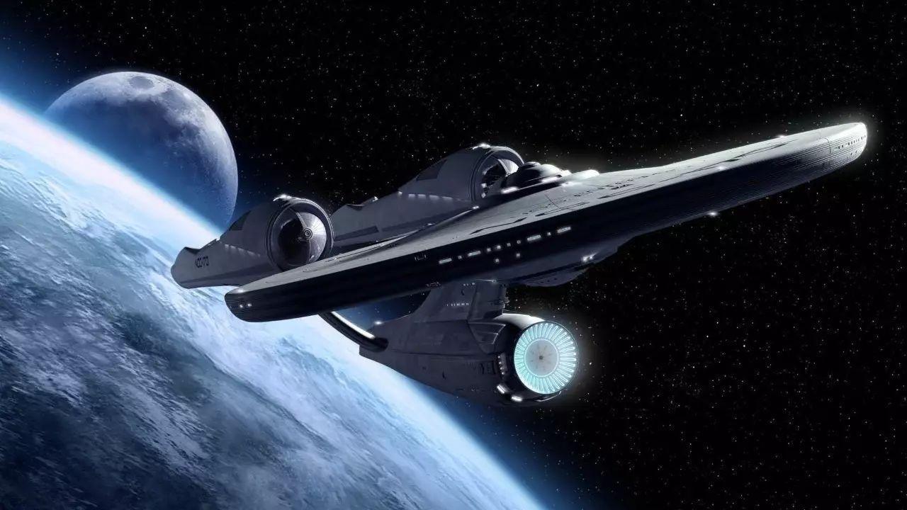 科幻作品中的宇宙飞船   思考三:环境及其适应性能否可靠到达和生存?   张荣桥介绍,为了面对诸多未知,我们不仅要更多地了解行星的电磁特性、力学特性等情况,还要对工程技术进行研发,比如开发、完善元器件、原材料、轨道设计和控制等,才能确保工程可实现。   思考四:大推力火箭能否准时出得去?   深空探测器需要脱离地球引力,而实现着陆、采样返回等任务需要更大质量的探测器。受天体运行规律影响,发射机会难得,比如火星探测每隔26个月才有一次机会。张荣桥说,火箭的运载能力直接决定了能以多大能力出去。因