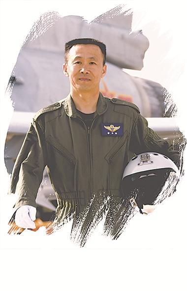 空军新型战训单位从三代机部队选拔数十尖子飞行员