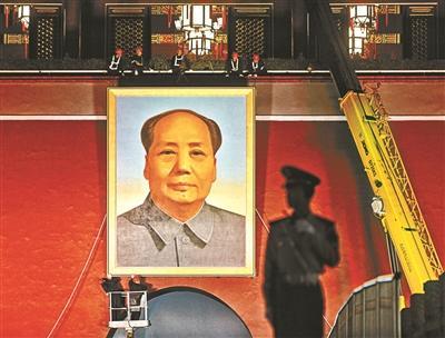 天安门城楼更换毛主席画像 整个过程持续1个多小时