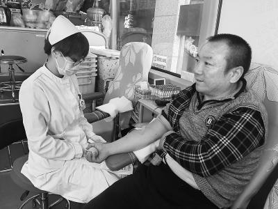北京王府井街头:国庆假期献血人数比平时多一倍