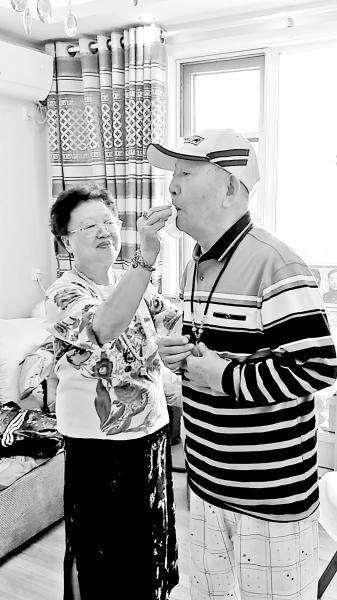 80岁爷爷患老年痴呆 76岁老伴带他当主播走红 中国财经新闻网 http://www.prcfe.com