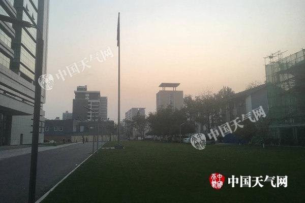 弱冷空气来袭 北京下午风力渐强最高17℃明天降温