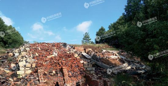 p25 邵东县一座被推倒的瓦窑《中国经济周刊》记者 李永华 摄