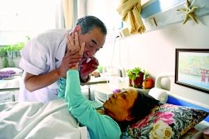 """全国首家临终医院院长:30年送""""走""""近4万老人"""