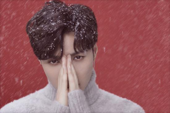 张艺兴再书冬日音乐情书  《圣诞又至》MV上线
