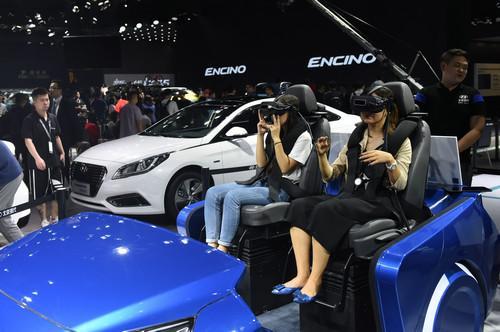 中国进入网上买车时代:车企纷纷打造虚拟展厅