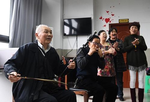 港媒关注中国老人抱团养老:相互帮助 打消孤独感