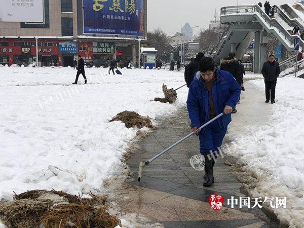湖北暴雪致近10万人受灾经济损失超6600万 今夜起再迎雨雪