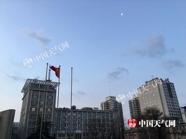 北京今天阵风达7级干冷持续 无降水日或超100天