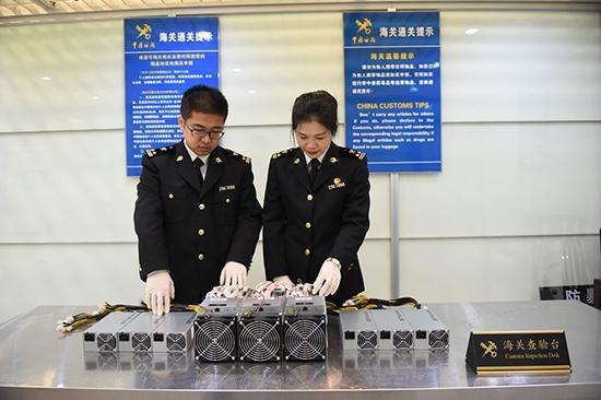 """外国人违规带入境 杭州海关查获3台比特币""""挖矿机"""""""