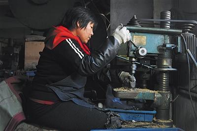 """中国""""萨克斯村"""":建厂70多家 户户买上了汽车金利来男装价格"""