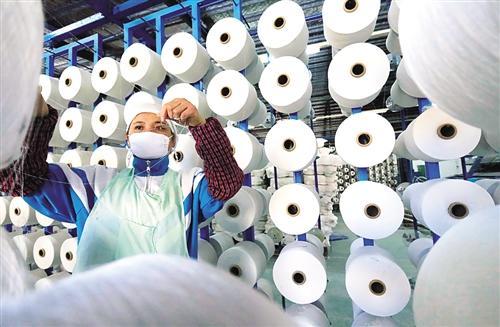新年经济生活扫描女裁缝服装店