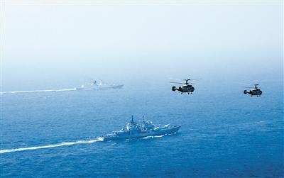 东海舰队开展舰机协同训练 护卫舰舰长登上预警机