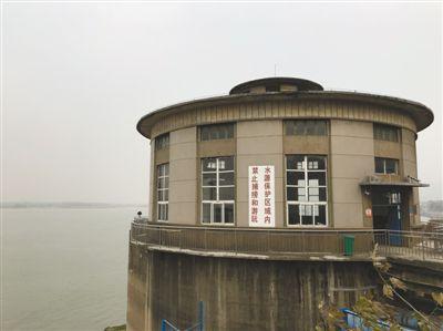 500万彩票网官网首页下载:长江经济带饮用水水源地整治:油品码头搬迁持续16年